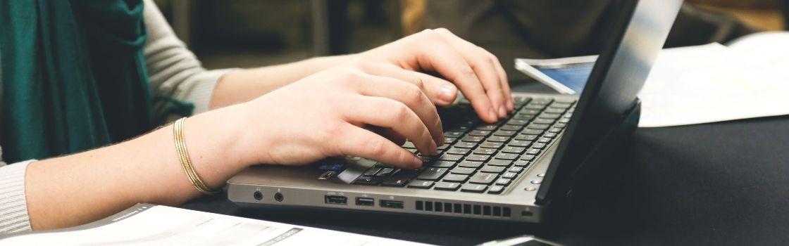 Talleres sobre alfabetización informacional para cursos curriculares de FCS